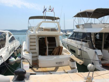 Rental Motorboat Sealine F42-5 Fly Seget Donji