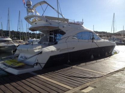 Charter Motorboat Beneteau 49 Gt Fly Cavalaire-sur-Mer