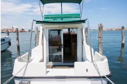 Charter Houseboat New Con Fly FIRST Venice