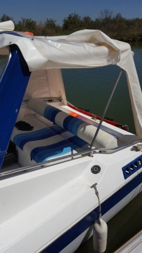 Motorboat Jeanneau Leader Performance 650 for hire