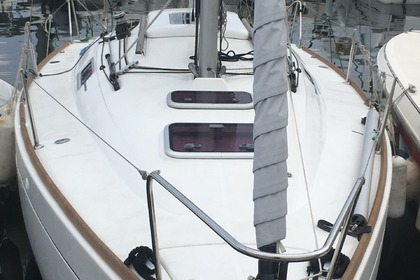 Hire Sailboat BENETEAU First 25S Bastia