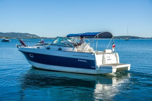 Motorboat Beneteau Ombrine 800 for hire