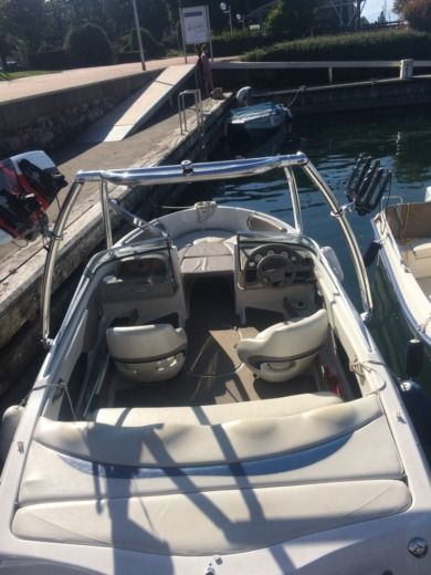 Motorboat FOUR WINNS HORIZON 180 for hire