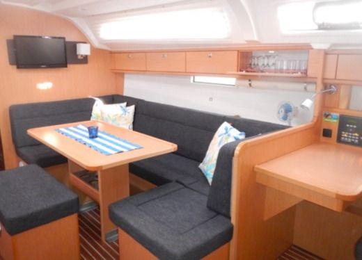 Sailboat Bavaria 41 Cruiser for hire