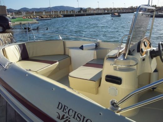 Sasanka Yatch Sensacion Viva 600 Open in Torrevieja peer-to-peer