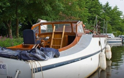 Motorboat Fox And Son Gentleman Launch for hire