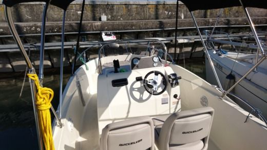 QUICKSILVER Activ 555 Open in Versoix for hire