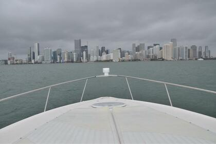 Rental Motorboat cruiser yacht 370 express Miami