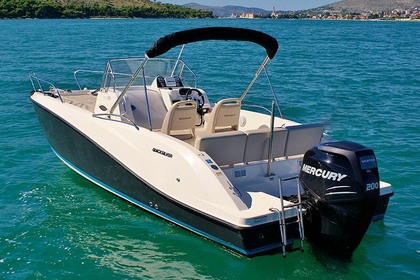 Hire Motorboat Valibou 2 QUIKSILVER SUNDECK 675 Excenevex