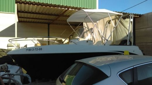 Motorboat QUICKSILVER 525 for hire