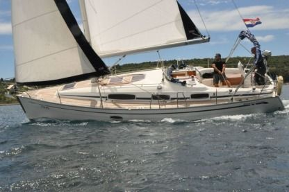 Charter Sailboat Bavaria 33 Cruiser Primošten