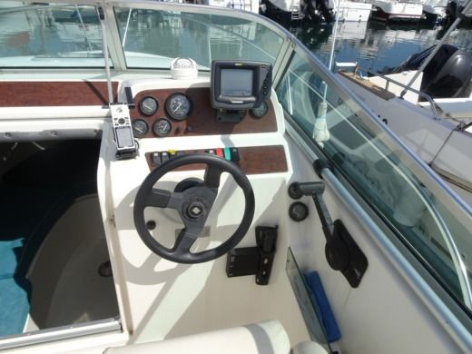 JEANNEAU LEADER 705 in Hendaye for hire