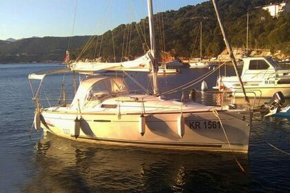 Charter Sailboat Beneteau First 25.7 Punat