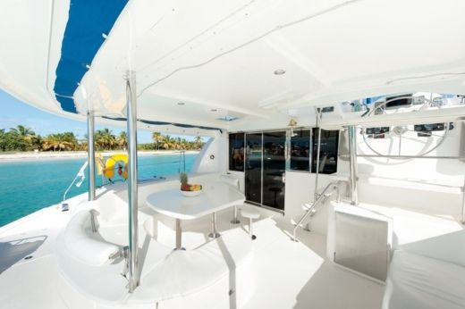 Catamaran Robertson And Caine Leopard 47 peer-to-peer
