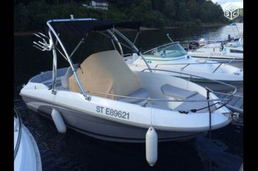 Motorboat BENETEAU Flyer 500 Open peer-to-peer