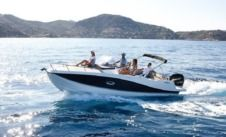 Motorboat Quicksilver Activ 755 Sundeck for hire