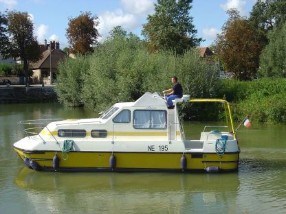 Charter Houseboat Triton 860 Fly Carnon-Plage