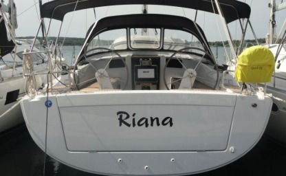 Charter Sailboat Hanse Yachting Sailboat 385 Pula