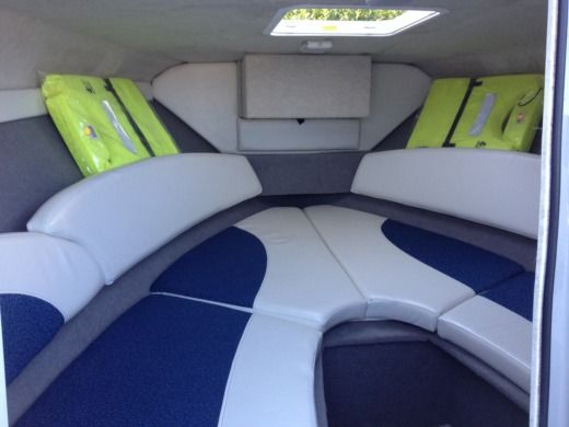 Motorboat BAYLINER 192 CUDDY DAY-CRUISER CABINE for hire