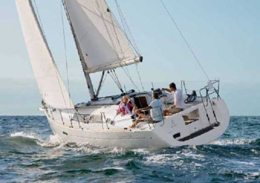 Sailboat Beneteau Oceanis 34 for hire