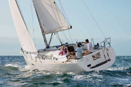 Charter Sailboat BENETEAU OCEANIS 34 Athens