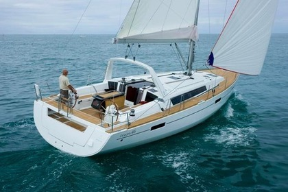Hire Sailboat BENETEAU 45 Zaton