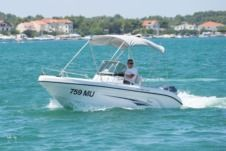 Motorboat Ranieri 19 Voyager for hire