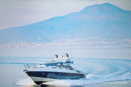 Rental Motorboat Azimut Plus 68 Sorrento