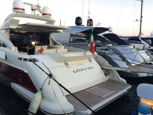 Azimut 68S in Ibiza peer-to-peer