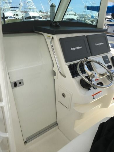 Charter Motorboat Boston Whaler 37' West Palm Beach