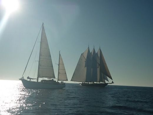 Sailboat VIUDES  LAURENT GILES KETCH BERMUDIEN peer-to-peer