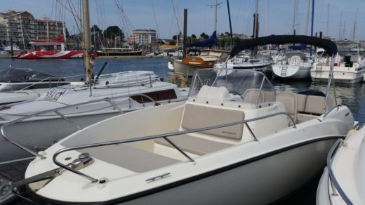 Brunswick Marine In Emea Active  675 Open in Parentis-en-Born for hire