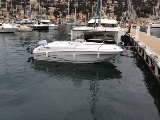 Motorboat Jeanneau Cap Camarat 5.5cc for hire