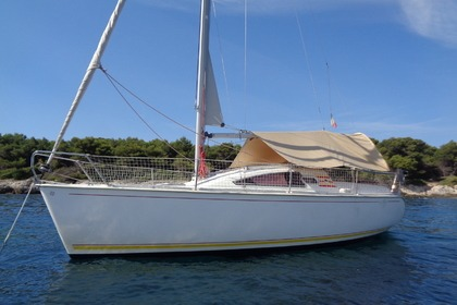 Charter Sailboat JEANNEAU SUN WAY 25 Golfe Juan