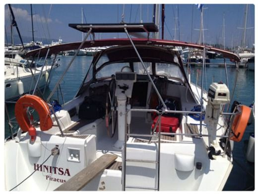 Sailboat BENETEAU Oceanis 393 peer-to-peer