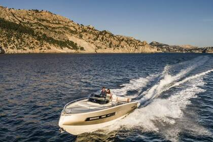 Charter Motorboat CANTIERI INVICTUS LUXURY 280GT St-Laurent-du-Var