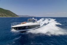Charter Motorboat Regal 4060 Commodore Samos