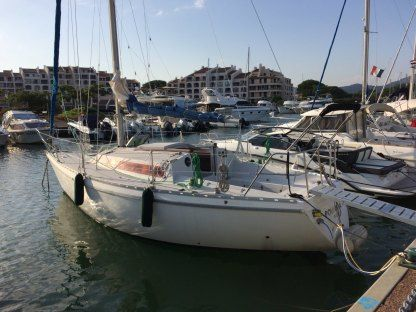 Rental Sailboat Jeanneau Aquila Cogolin