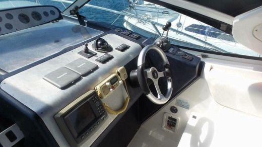 Motorboat Sealine Sedan for hire