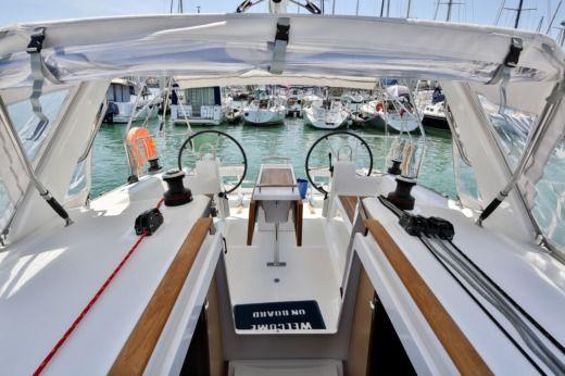 location beneteau oceanis 35 les sables d 39 olonne click boat. Black Bedroom Furniture Sets. Home Design Ideas