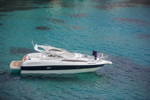 Charter motorboat in Minorca peer-to-peer