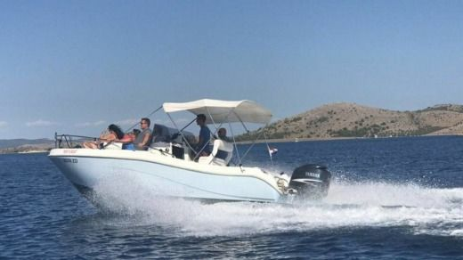 Motorboat Gs Nautica 650 for hire
