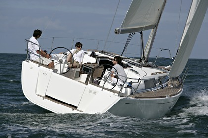 Rental Sailboat DUFOUR 380 Lorient