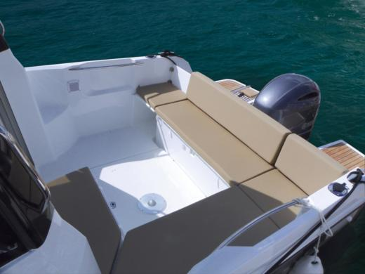 Motorboat Jeanneau Merry Fisher 695 for hire