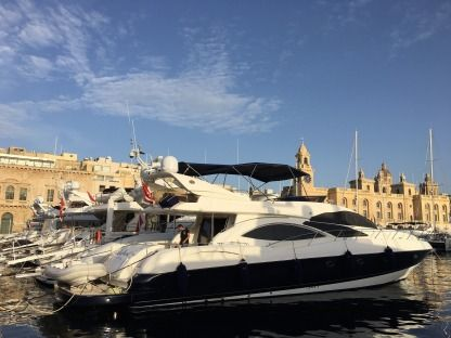 Charter Motorboat Sunseeker Sedan Bridge 74 Birgu