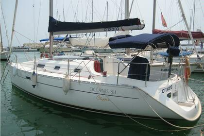 Rental Sailboat BENETEAU OCEANIS 311 CLIPPER Saint-Quay-Portrieux