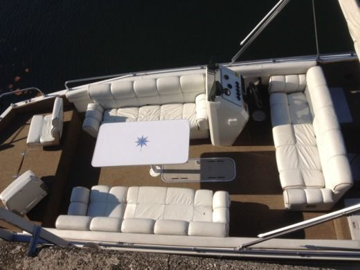 Motorboat Vip Deckliner for hire