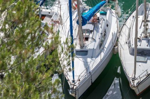 Jeanneau Sun in Cassis for hire