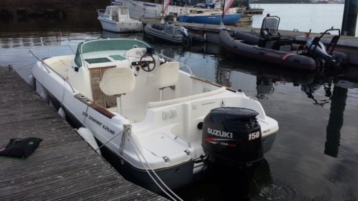 Motorboat JEANNEAU CAP CAMARAT WA 6.25 for hire