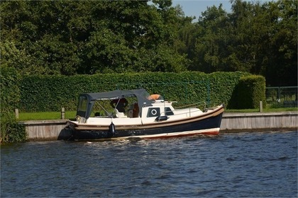 Rental Motorboat Sloep Cabin 750 Drachten